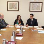 Acompañado de la secretaria de Turismo en Michoacán, Claudia Chávez López, y la profesora investigadora de la UMSNH, Lorena Ojeda Dávila, el mandatario estatal recalcó la importancia de fortalecer los lazos entre ambas instituciones académicas