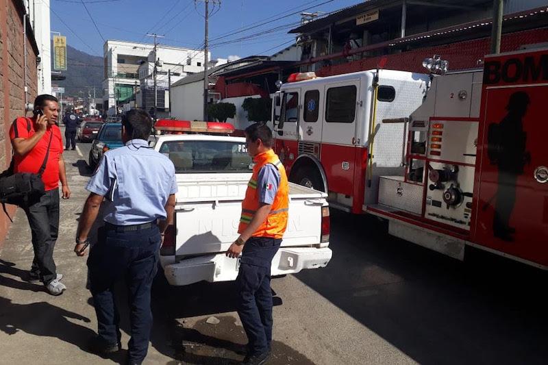 Personal de protección civil debidamente capacitado llevó a cabo una minuciosa revisión en el interior del lugar en el cual se realizaron todos los protocolos para la evacuación de personal