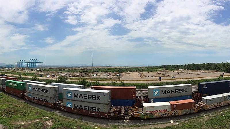 Dentro de esta afectación se tienen dos trenes de hidrocarburos, uno de ellos lleva 96 carrostanques cargados y otros carros tanques vacíos, indispensables para que continúe la operación en la refinería de Tula (FOTO: FACEBOOK)