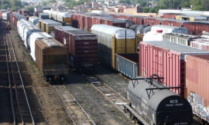 Algunas empresas lograron pasar sus mercancías de los vagones de los trenes a camiones de carga, pero eso incrementará en 15 por ciento sus costos de traslado