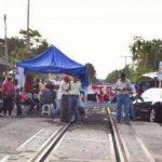 En ese sentido, algunos campamentos de docentes instalados en el municipio de Lázaro Cárdenas han sido visitados por funcionarios del Morena que los alientan y les llevan saludos del presidente López Obrador