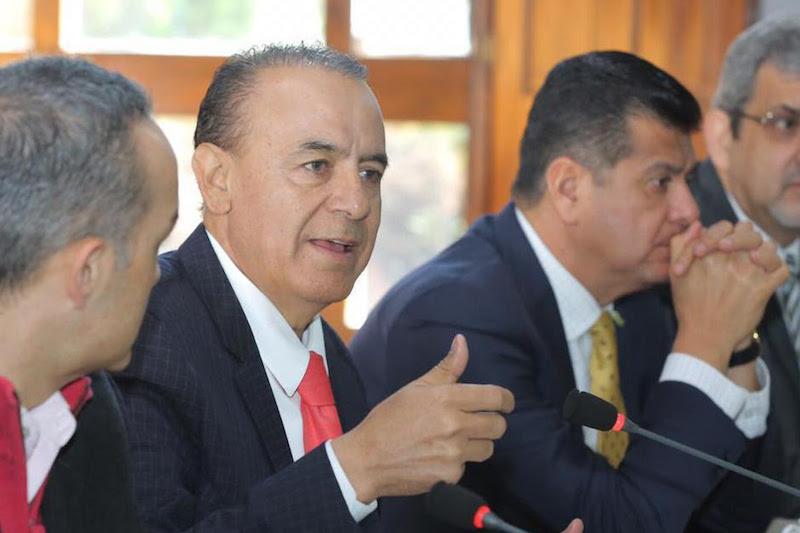Sigala Páez reiteró la plena disposición del Gobierno de Michoacán de aportar los recursos correspondientes para el pago de la nómina a los profesores, esto siempre que se pueda lograr un nuevo acuerdo con el Gobierno Federal