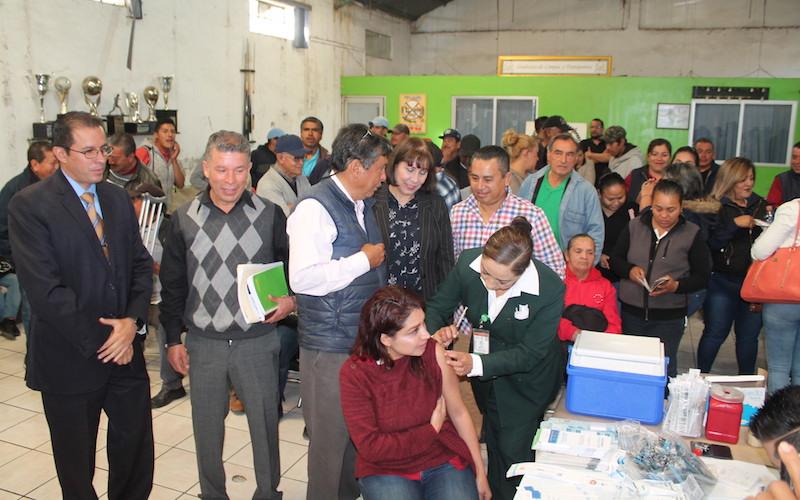 El IMSS Michoacán aplicará vacunas a los trabajadores, como influenza, tétanos; también realizará mediciones de peso y talla, detección de glucosa, chequeos de hipertensión arterial, dotará de sobres vida suero oral, entre otras acciones del PREVENIMSS