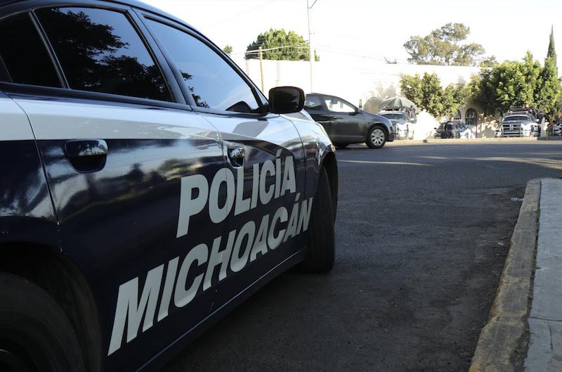 Los agentes de la Policía Michoacán instalaron puestos de control, así como filtros de revisión en diferentes puntos carreteros en búsqueda de armas de fuego, drogas y vehículos con reporte de robo