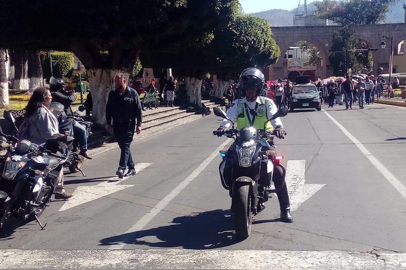 Mientras bloquean la Avenida Madero, los manifestantes exigen una multimillonaria reasignación presupuestal para garantizar sus pagos por todo lo que resta del año