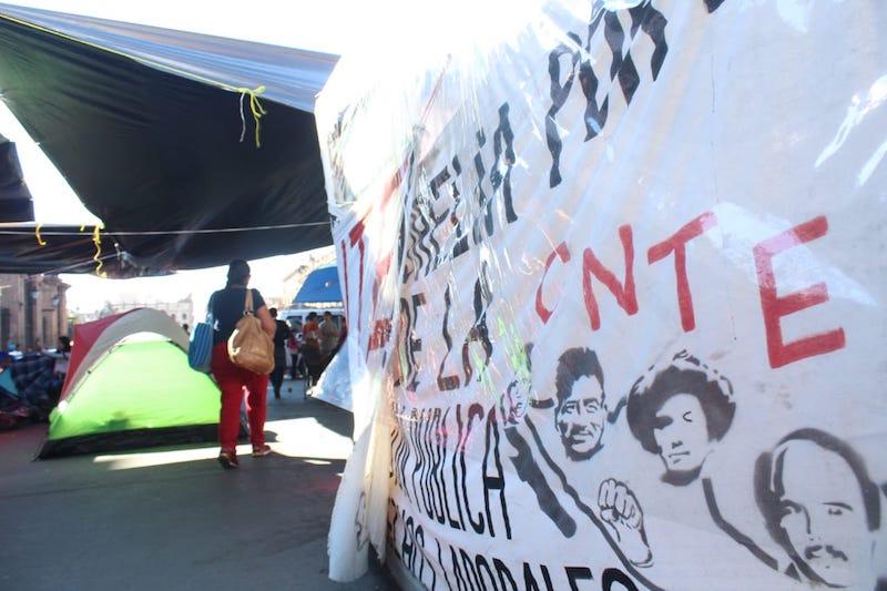 Además, en la capital del estado la CNTE mantuvo su campamento frente a Palacio de Gobierno, bloqueando la Avenida Madero, y realizó un breve bloqueo en la Calzada Ventura Puente, frente a la Secretaría de Finanzas y Administración