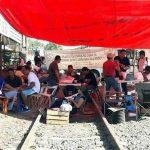 Indicaron que a partir de las 9:00 horas se levantarán los bloqueos a las vías del tren que mantienen en Pátzcuaro, La Piedad, Nueva Italia, Calzonzin, Maravatío, Yurécuaro y Lázaro Cárdenas