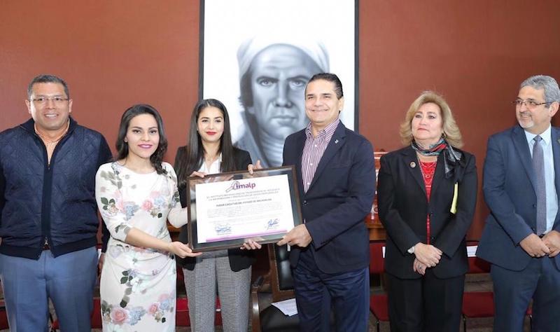 La comisionada presidenta del IMAIP, Areli Yamilet Navarrete Naranjo, resaltó que en Michoacán son 288 los sujetos y 94 las dependencias y entidades obligados a transparentar