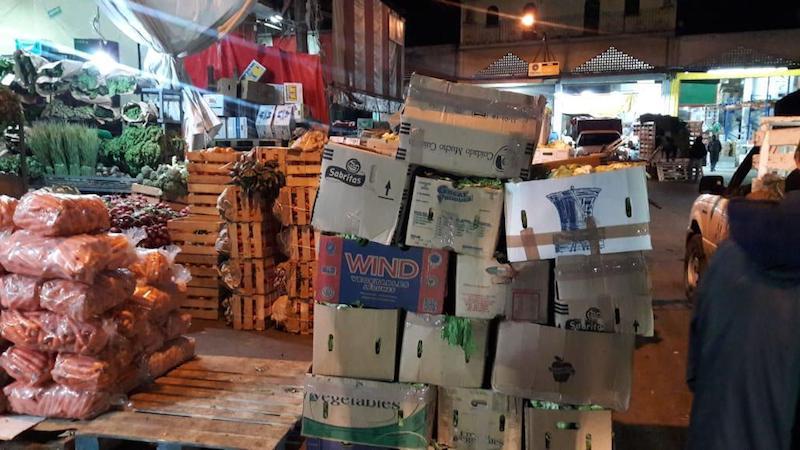 En la Central de Abastos se emprendieron 2 operativos para alinear el comercio en la zona en aras de retirar mercancías que se exhibían fuera de los límites de las bodegas y liberar con ello los accesos a las locales, así como permitir el libre paso de las personas