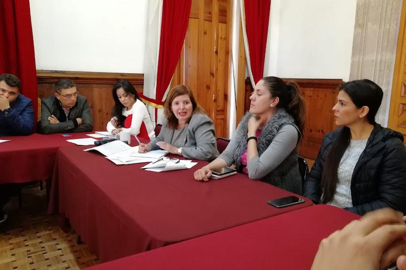 Sandra Luz Valencia se comprometió a defender los derechos de los trabajadores de la Junta de Caminos del Estado y presionar a la parte patronal el pago inmediato de los salarios que les adeudan