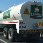 La Norma 012, relativa a los pesos y dimensiones máximas con las que pueden circular vehículos del autotransporte, prohíbe claramente que las unidades que transportan sustancias peligrosas, como son los combustibles, tengan llantas sencillas o unitarias