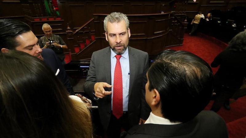 Ramírez Bedolla, también presidente de la Junta de Coordinación Política, subrayó que no se debe repetir el error de apostar al mayoriteo para aprobar un paquete económico que a la vuelta de los días no cumple con las expectativas de los michoacanos