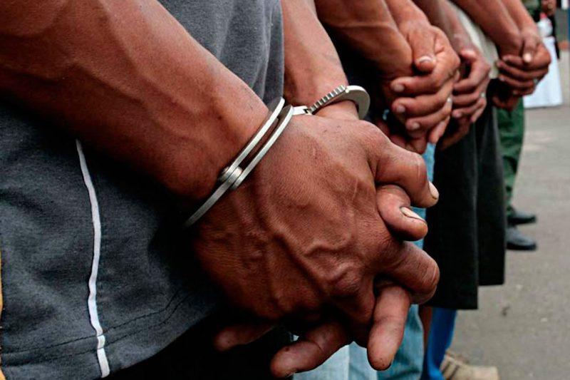 El inmueble fue asegurado mientras que los detenidos quedaron a disposición de la autoridad que en las próximas horas resolverá su situación jurídica