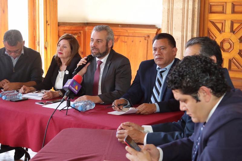 Los legisladores encabezados por su coordinador Alfredo Ramírez Bedolla explicaron que se opusieron a la aprobación en fast track de este marco legislativo, debido a que en la iniciativa no quedaron incluidas propuestas de Morena