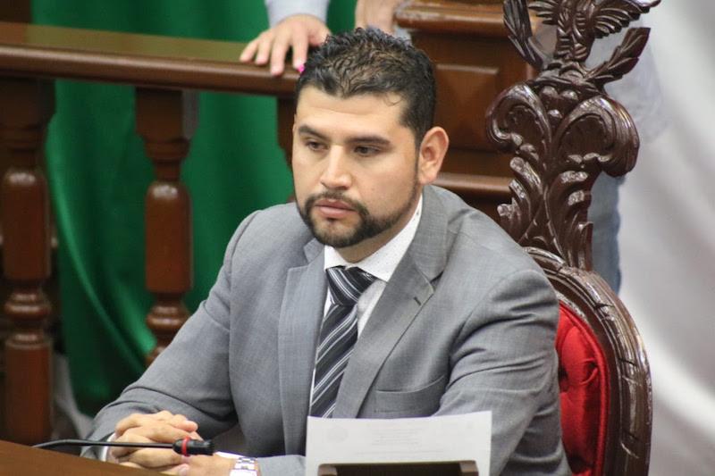 Octavio Ocampo calificó como grave que a través del asistencialismo se pretenden cerrar programas sociales, que incluso han sido conquistas de la gente