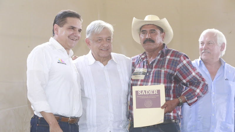 Construir soluciones de fondo para sacar juntos y juntas adelante a Michoacán, tierra que tanto le ha aportado al país, pronuncia el mandatario estatal
