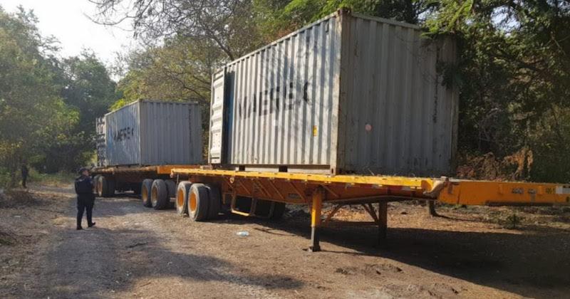 La unidad, plataformas y mercancías fueron puestos a disposición de la autoridad competente, en espera de ser reclamados por su propietario