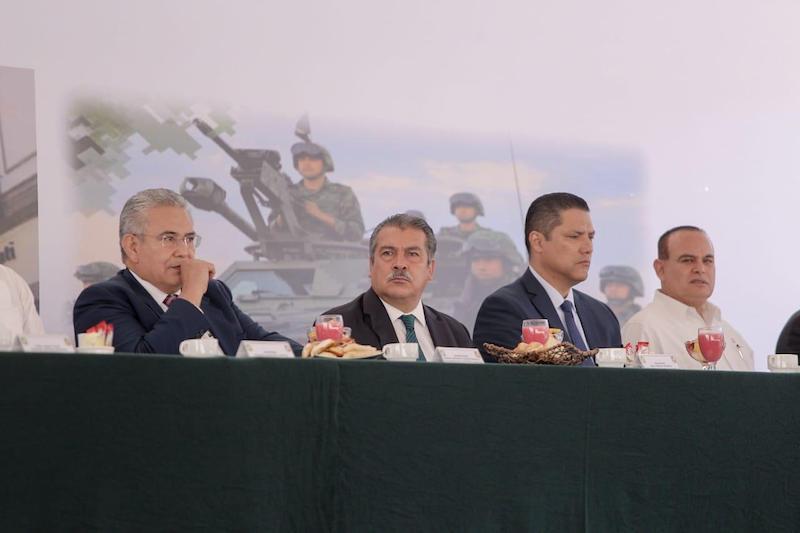 Además del alcalde Morón Orozco, estuvieron presentes autoridades como el gobernador de Michoacán, Silvano Aureoles Conejo y el comandante de la 21 Zona Militar, Gerardo Mérida Sánchez