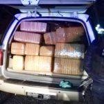 El detenido identificado como Roberto C., de 50 años de edad, junto con la camioneta y la droga serán puestos a disposición de la autoridad competente