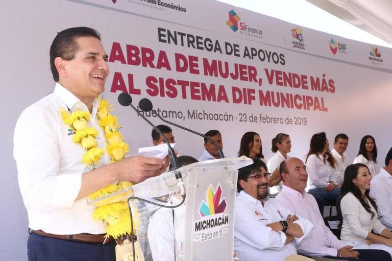 Aureoles Conejo puso en marcha el laboratorio de Ingeniería Industrial y arrancó la construcción de la cancha de fútbol soccer en el ITSH, por un monto de 14 mdp