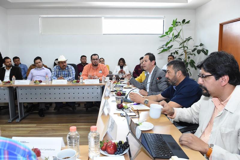 Víctor Manuel Báez, coordinador de los alcaldes y presidente municipal de Pátzcuaro, agradeció la apertura del Gobierno del Estado para signar el compromiso de generar junto con los gabinetes económico y social, proyectos para el 2019