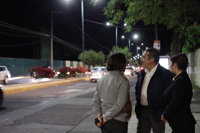Dicho recorrido inició en la colonia Ciudad Jardín, al Poniente de la ciudad, en donde en este primer día se logró el cambio de 57 luminarias, sobre la calle Rondanilla y se prevé que en un plazo de una semana toda la zona quede iluminada