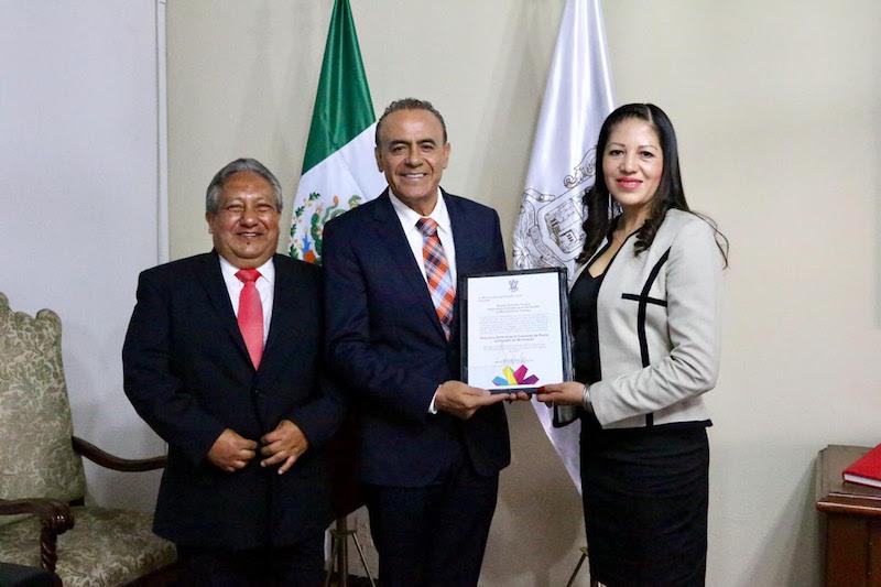 Sigala Páez conminó a la nueva integrante del gabinete estatal a conducirse con profesionalismo y entrega en favor de la sociedad michoacana, sobre todo para con los que menos tienen