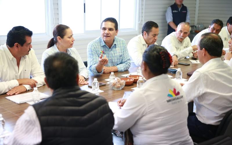Acompañado de la jefa regional, Jeovana Alcántar Baca, el mandatario estatal precisó ante delegados regionales que es importante darle valor a la función pública, con un trabajo cercano a la ciudadanía