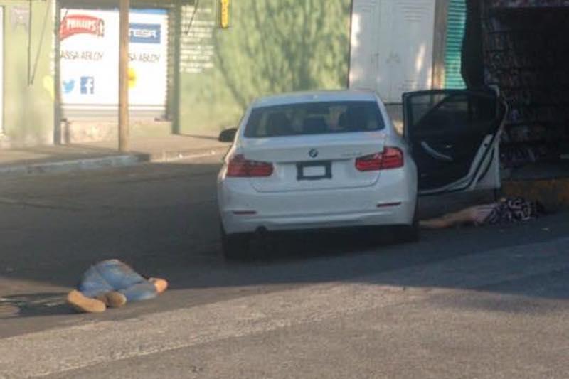 Agentes de la Policía Michoacán y la Policía de Morelia acordonaron la escena del crimen y montaron un operativo, pero no han logrado dar con el paradero de los asesinos