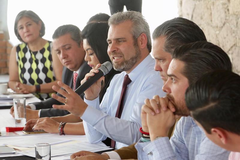Coordinadores parlamentarios acuerdan con empresarios trabajar juntos para cancelar las cargas fiscales