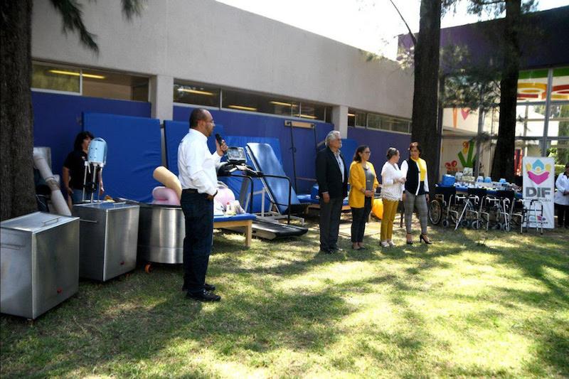 Mediante los equipamientos que hoy se entregaron, los pacientes podrán seguir recibiendo atención de calidad y con calidez, para su rehabilitación y así lograr su integración social y a sus actividades diarias