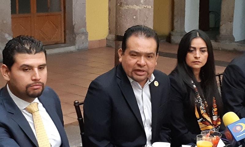 Martínez Soto coincidió con el sector empresarial en señalar que existe un error matemático y aritmético que pega al sector productivo, pero insistió en esperar a que llegue el planteamiento del Ejecutivo, porque aún no hay una fecha definida para ello