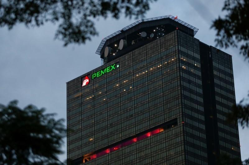 S&P también dijo que la empresa estatal está expuesta a decisiones políticas que podrían entrar en conflicto con sus objetivos financieros y de negocio