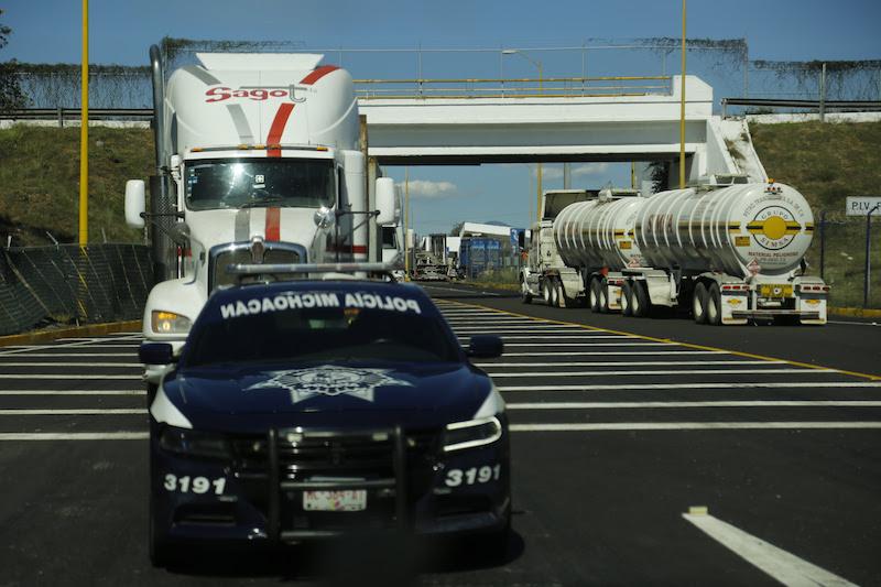 Con el incremento del estado de fuerza y la coordinación con el Ejército Mexicano, la Secretaría de Marina Armada de México, Policía Federal y agentes municipales, la SSP Michoacán ha logrado la reducción de la incidencia delictiva en la Autopista Siglo XXI