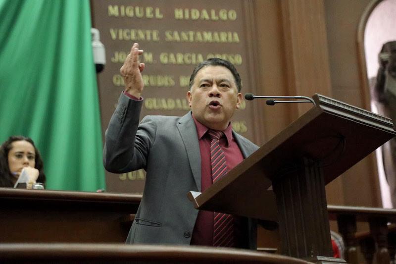 En sesión ordinaria, los legisladores que representan a Morena en el Congreso de Michoacán celebraron el hecho de que, mediante el voto de 27 diputados locales, la entidad respondió al combate a la corrupción que dirige el presidente López Obrador
