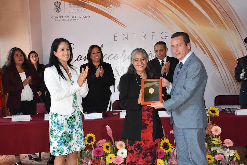 El presidente del Congreso del Estado, Antonio Salas, destacó la relevante participación de la condecorada en la construcción de una sociedad más justa, en donde las mujeres han ganado espacios por el amplio reconocimiento de sus derechos fundamentales