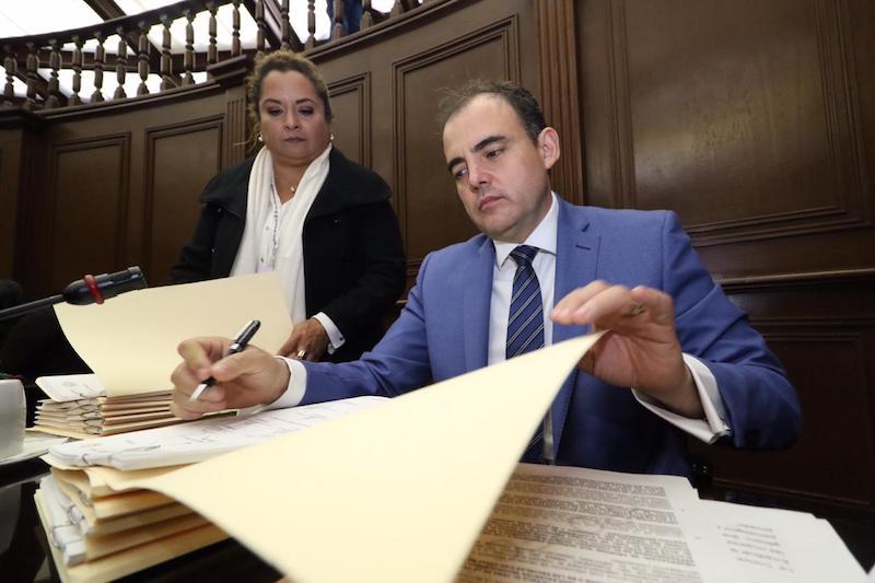 Gaona García subrayó que actualmente se restringe el derecho que tienen los diputados independientes para solicitar su ingreso a las distintas fracciones parlamentarias