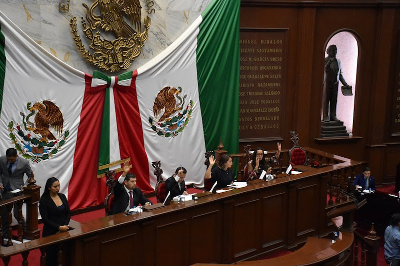 El dictamen presentado por la Comisión de Turismo, de la que también son integrantes los diputados Sandra Luz Valencia y Oscar Escobar, subraya la necesidad de establecer mecanismos que permitan abrir nuevas oportunidades de mercado para los artesanos locales