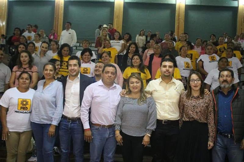 Durante la reunión y ante la presencia de diversos líderes y referentes del PRD, el diputado local convocó a fortalecer juntos al PRD, reorganizarse como instituto político y reivindicarse con la sociedad