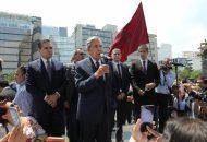 En esta ceremonia el mandatario michoacano tuvo oportunidad de saludar también al ex gobernador Lázaro Cárdenas Batel y a su hermano Cuauhtémoc Cárdenas Batel