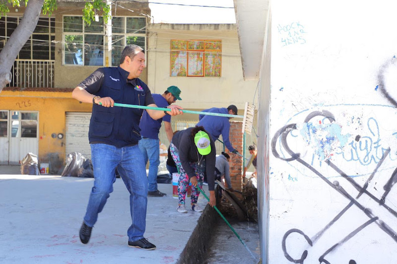 """Realizando estas acciones """"logramos la transformación de estas áreas, mediante el mejoramiento y saneamiento de las instalaciones, teniendo espacios amables para beneficio de todas y todos los vecinos"""", dijo Juan Carlos Barragán"""