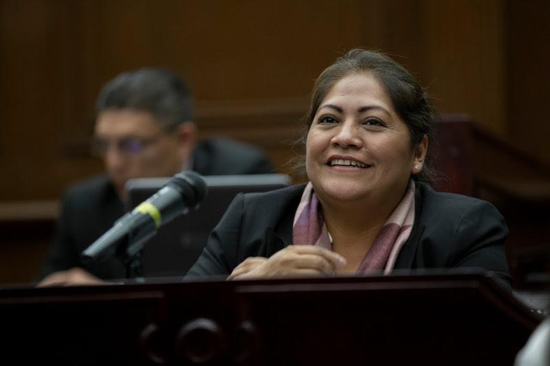 Freno a barreras burocráticas en el Registro Civil, plantea diputada Zenaida Salvador