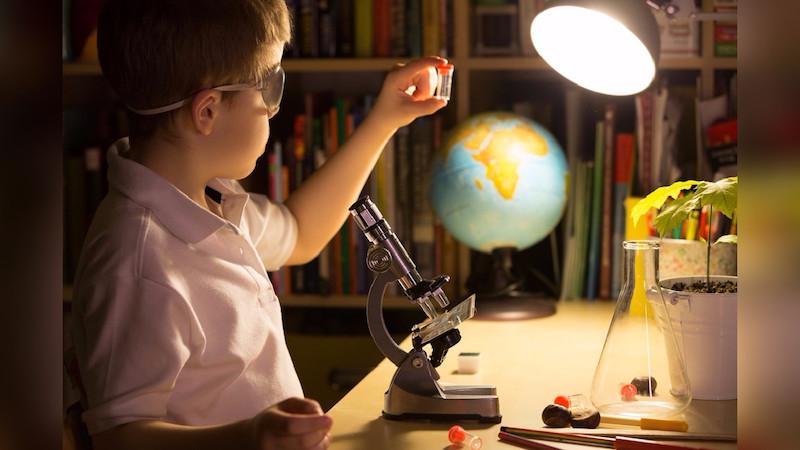 """El Doctor Javier Ríos expresó: Me encuentro muy seguido con docentes y directivos que me dicen """"nos interesa mucho promover la ciencia en mi escuela y participar en concursos o eventos científicos, pero no se nos ocurre algo innovador"""""""
