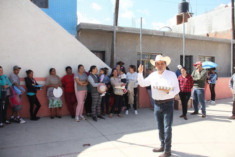 Martínez Soto realizó una gira de trabajo por las comunidades de los municipios de Ciudad Hidalgo e Irimbo con el objetivo de hacer entrega de los apoyos