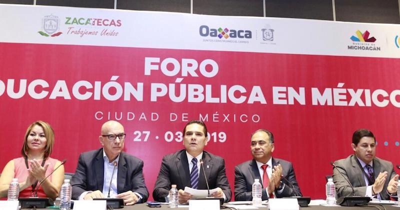 Aureoles conejo dio la bienvenida a los asistentes, entre ellos, el gobernador de Guerrero, Héctor Astudillo, y al menos nueve senadores de la República y especialistas en materia educativa