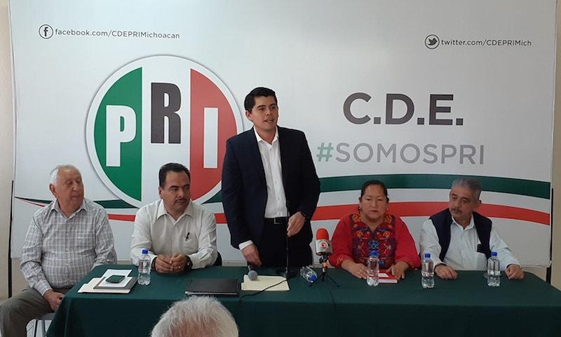 Antonio Ixtláhuac aclaró que en este mismo acto refrendó su pertenencia al tricolor y aseguró que continuará trabajando en donde se encuentre a favor del proyecto del PRI