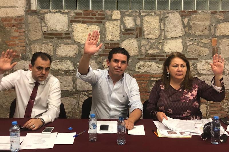 Luego del análisis los diputados Marco Polo Aguirre, Cristina Portillo y Baltazar Gaona, votaron a favor de documento que se presentará ante el Pleno en Sesión Extraordinaria este jueves