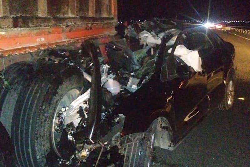 De acuerdo con fuentes policíacas, el hecho se registró cerca de la media noche a la altura del municipio de Cuitzeo, Michoacán