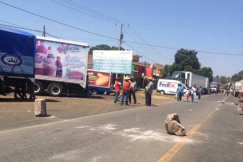 Por lo pronto, ante la pasividad de las autoridades, las empresas Bimbo y Barcel ya ordenaron a sus operadores evitar transitar por esa zona
