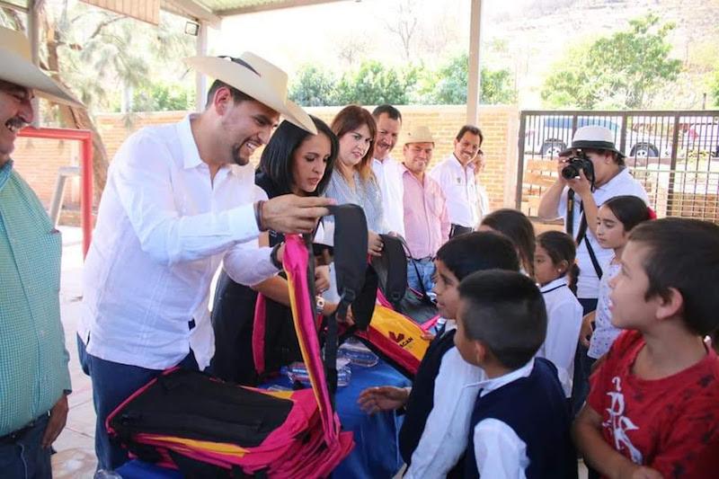 El diputado del PRD resaltó que una prioridad es contribuir desde su trinchera a garantizar el acceso universal y efectivo a la educación de calidad para todos